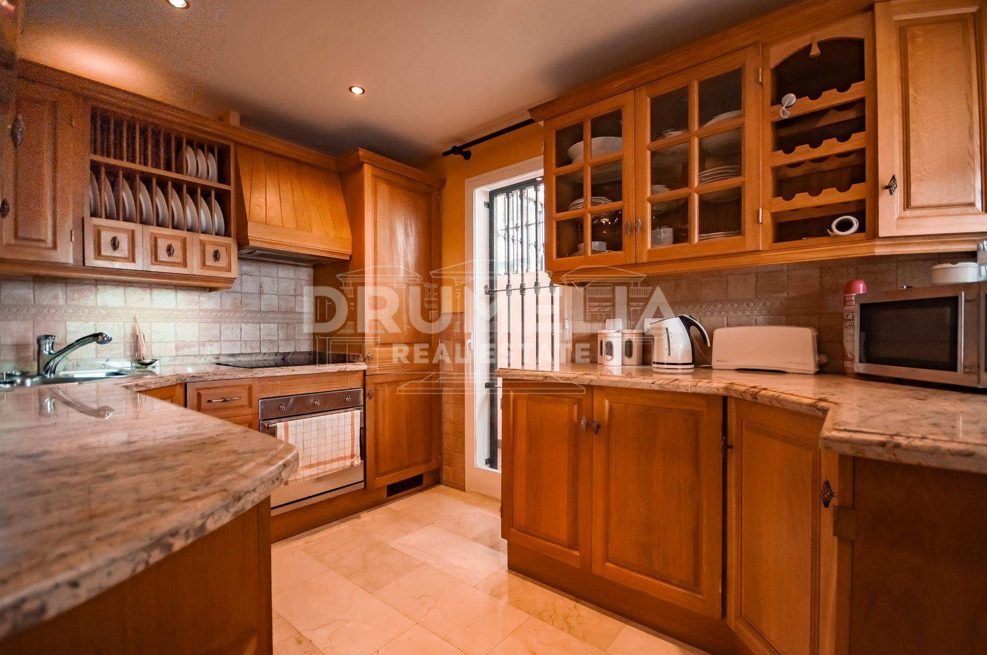 Benahavis, Attractive Stylish Mediterranean Townhouse in La Quinta, Benahavis