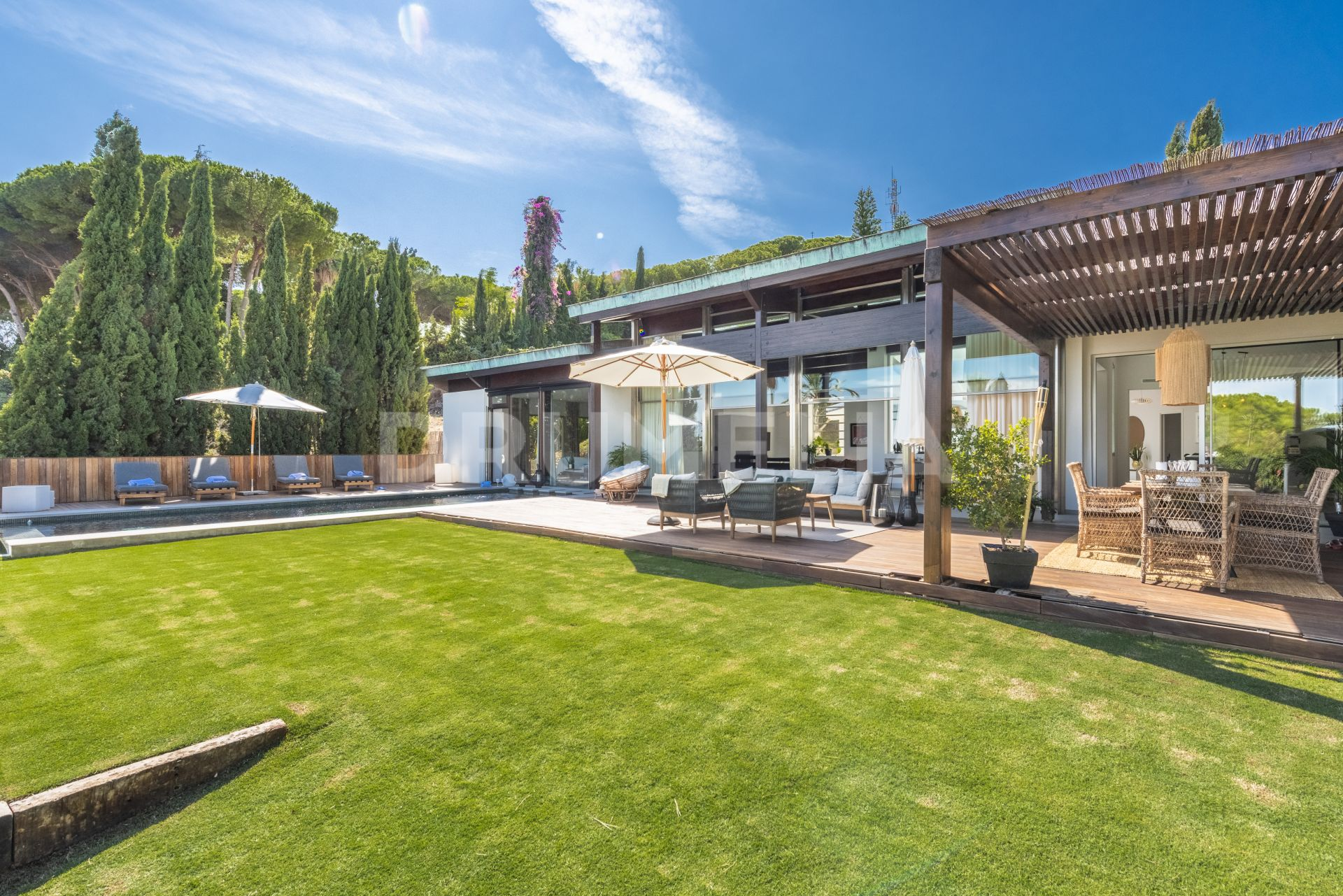 Villa for sale in Las Brisas, Nueva Andalucia