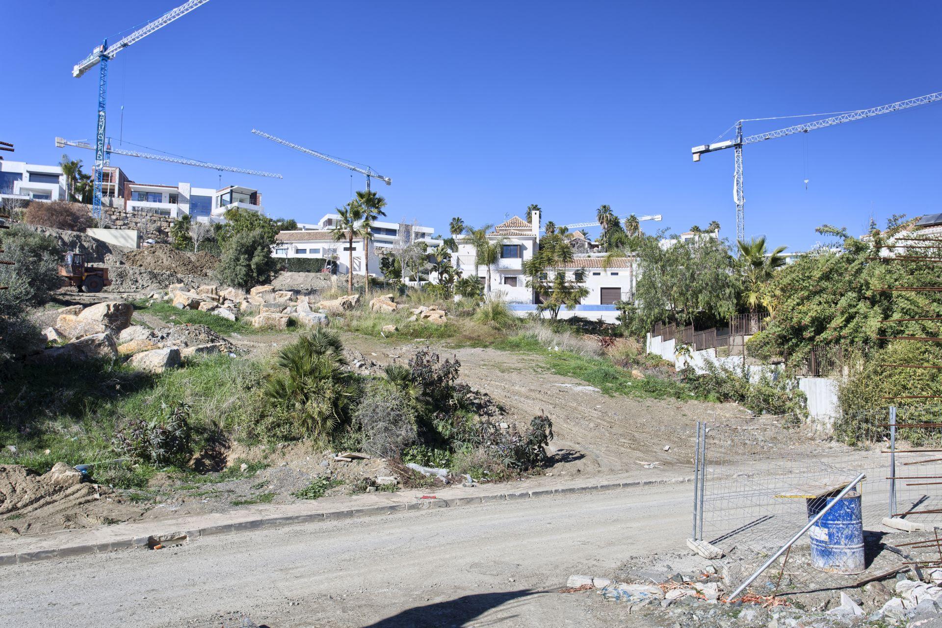 Plot  in La Alqueria, Benahavis