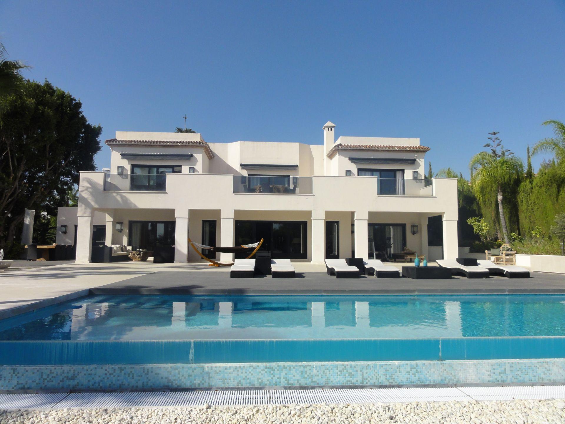 Villa  in Los Naranjos, Nueva Andalucia, Marbella