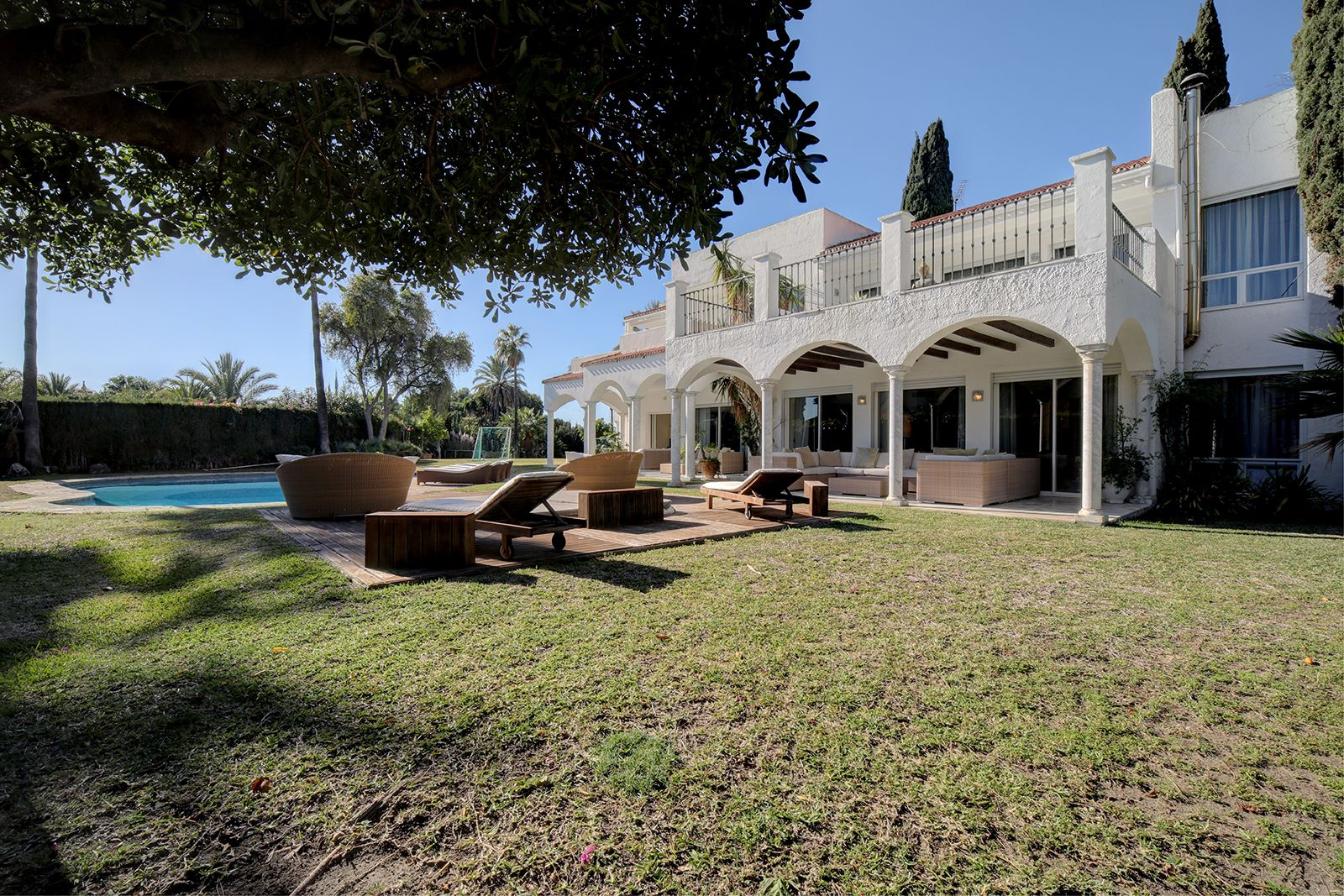 Luxury mansion situated in Atalaya de Rio Verde