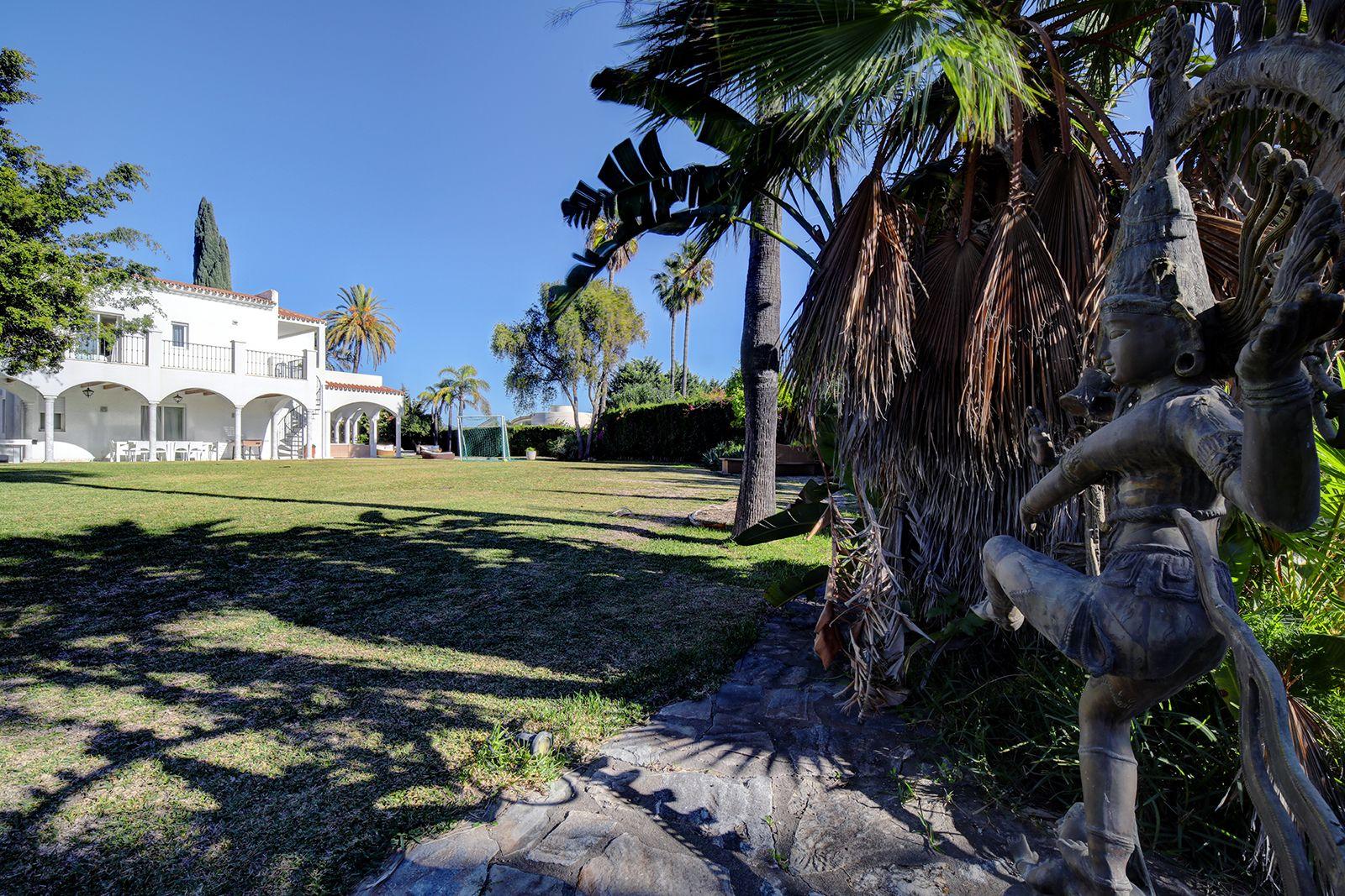 Villa  in Atalaya de Rio Verde, Nueva Andalucia, Marbella