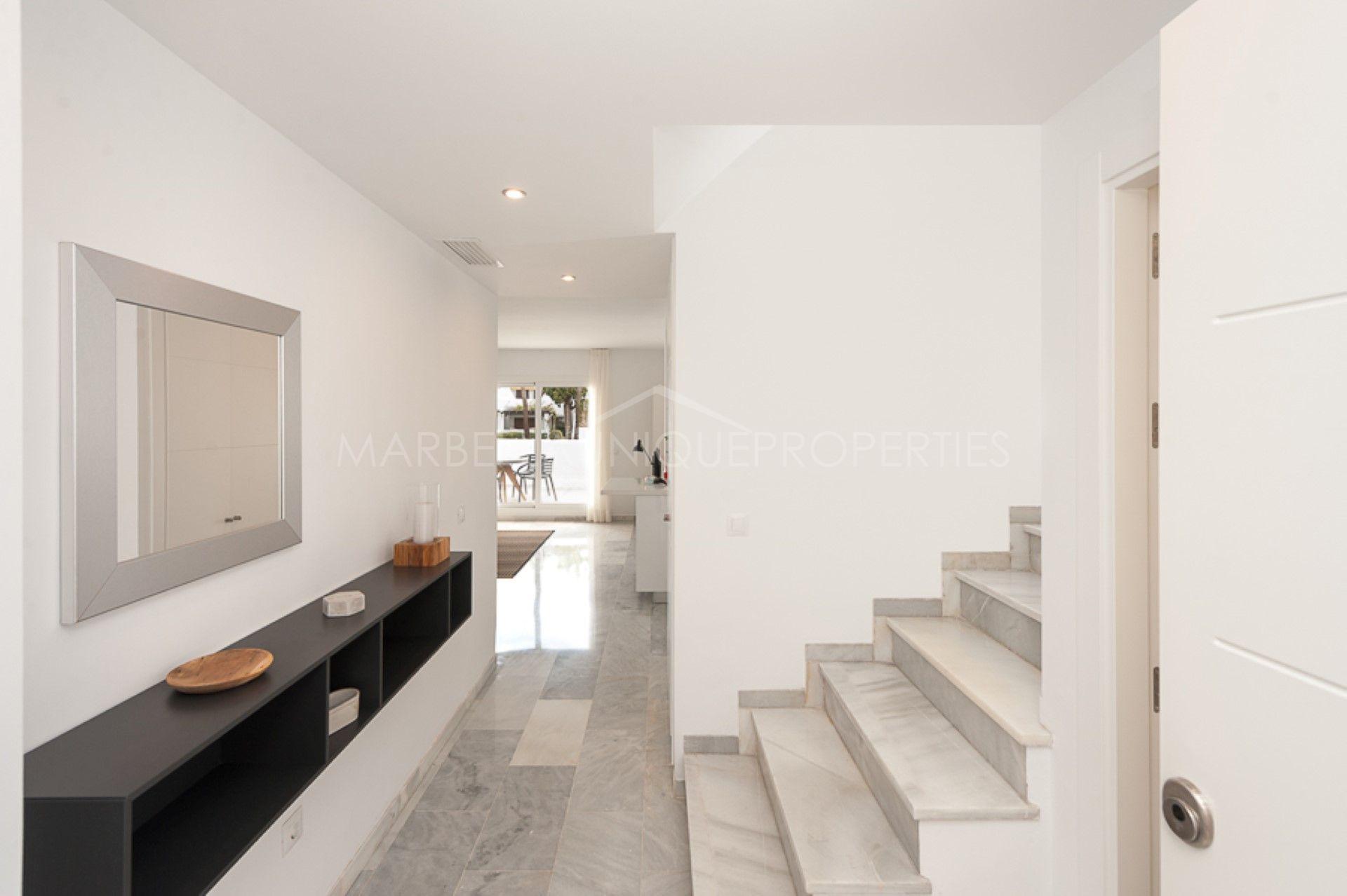 appartement rez de chauss e en vente nueva andalucia marbella. Black Bedroom Furniture Sets. Home Design Ideas