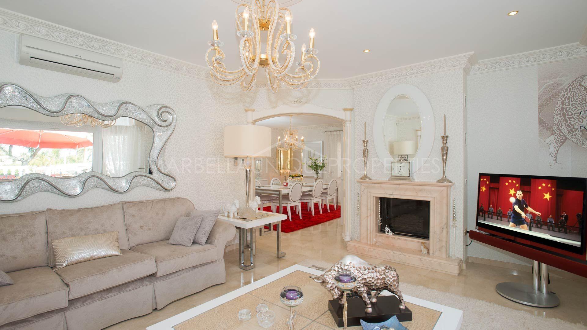 Villa de excelente calidad en una comunidad cerrada cerca - Costa muebles mijas ...