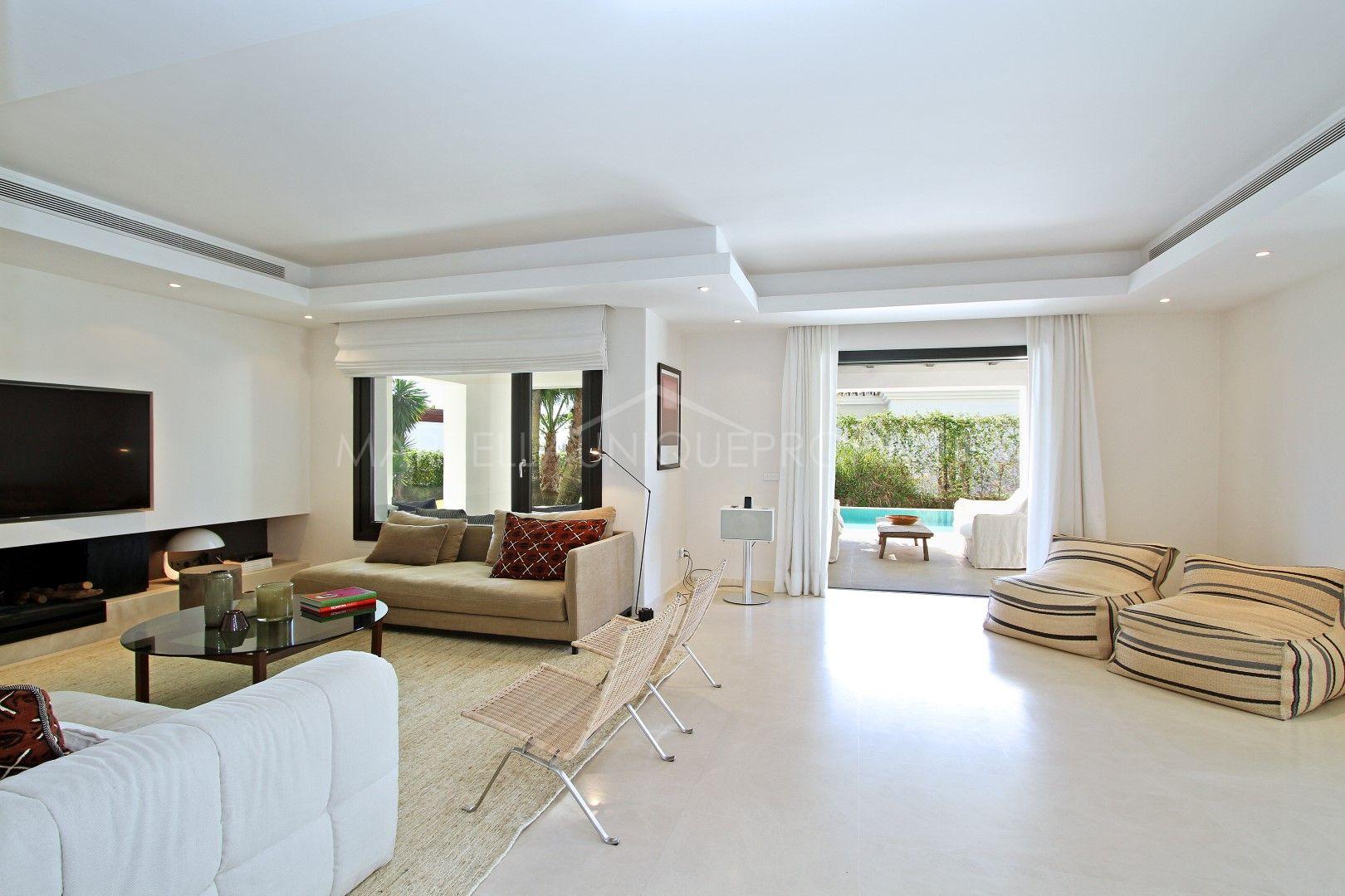 Ibiza Style Interieur : Luxury ibiza style villa in altos de puente romano