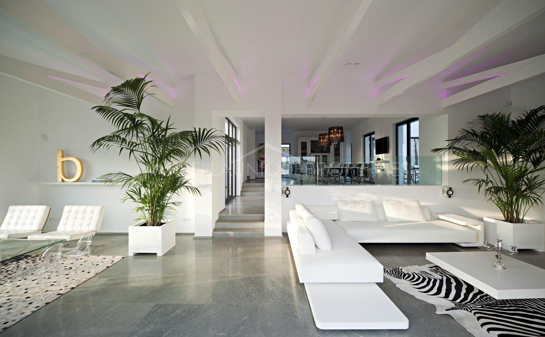 Villa ultra moderna de dise o en primera l nea de golf en for Diseno de interiores quilmes