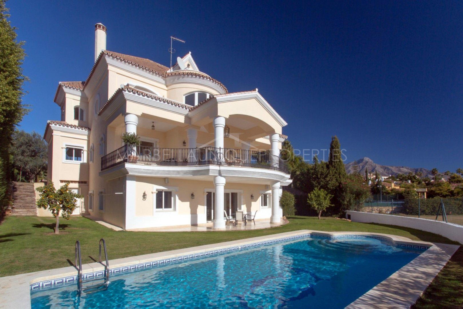 Espectacular villa en primera l nea de golf en venta en - La sala nueva andalucia ...