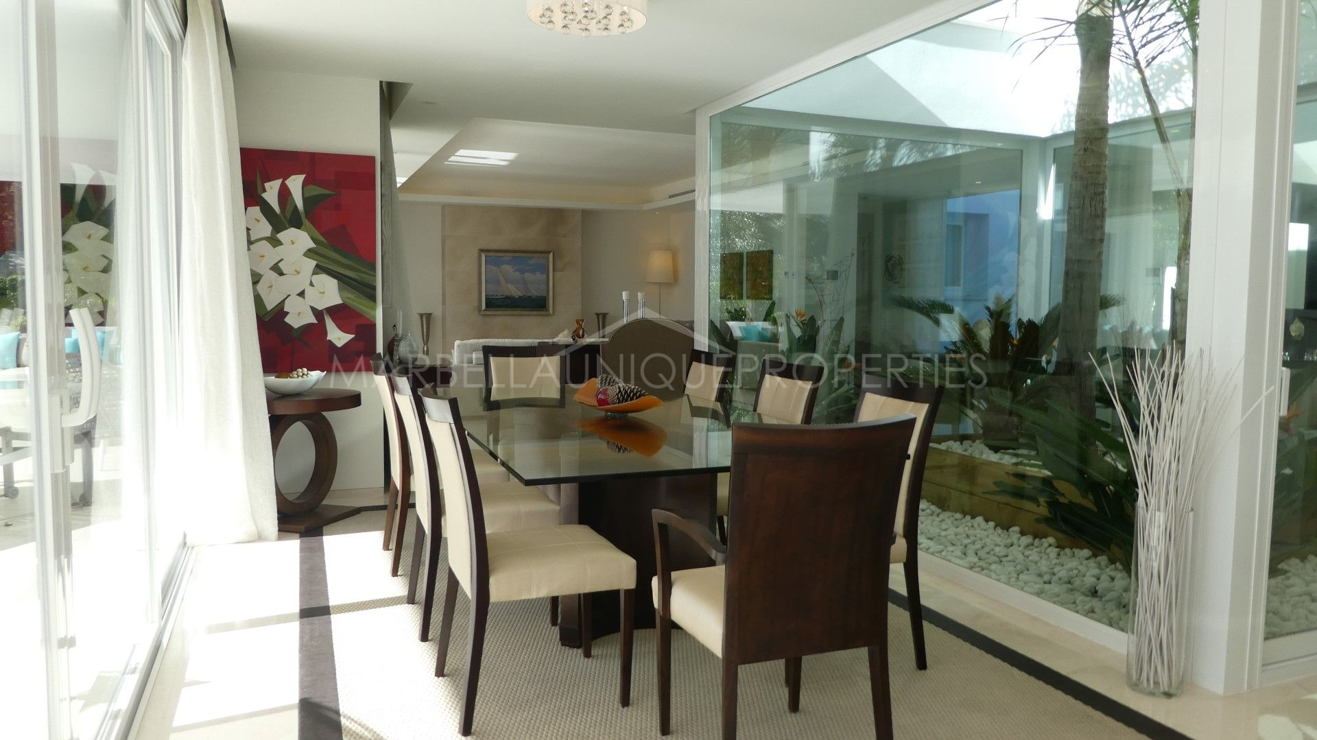 Immaculate 5 Bedroom Villa In Altos De Puente Romano