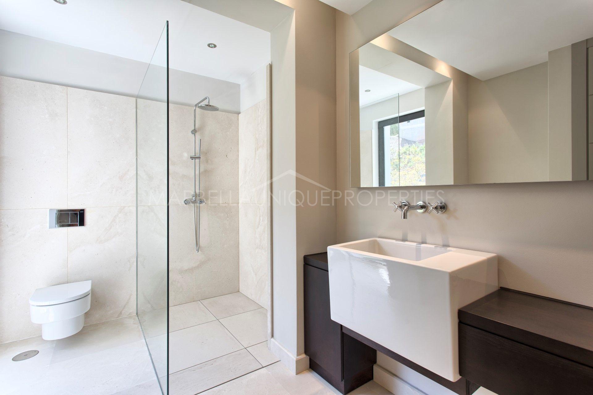 A luxurious current 6 bedroom villa in Los Arqueros Golf resort