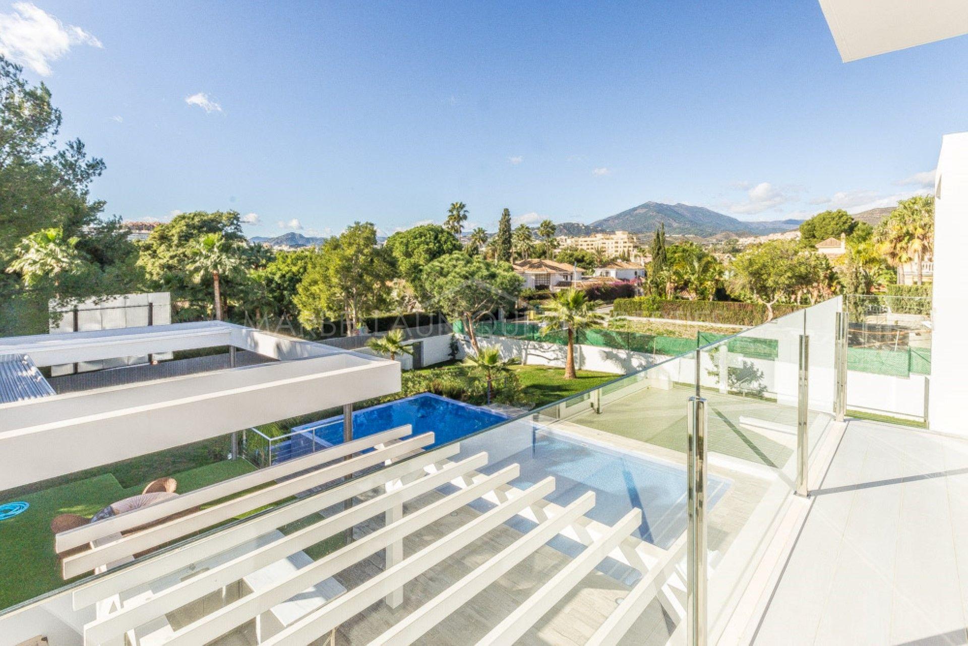 Una villa moderna con 6 dormitorios en aloha nueva andaluc a - La sala nueva andalucia ...