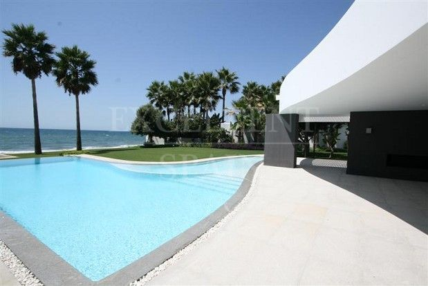 Villa in Los Monteros Playa, Marbella East