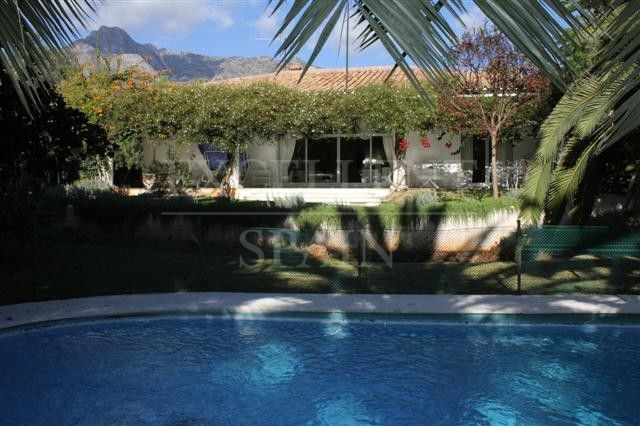 Villa on a big plot in Nagueles on the Golden Mile in Marbella