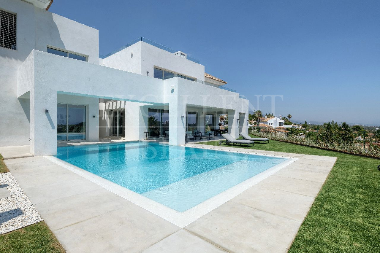 New contemporary villa in El Paraiso Alto, Benahavis for sale