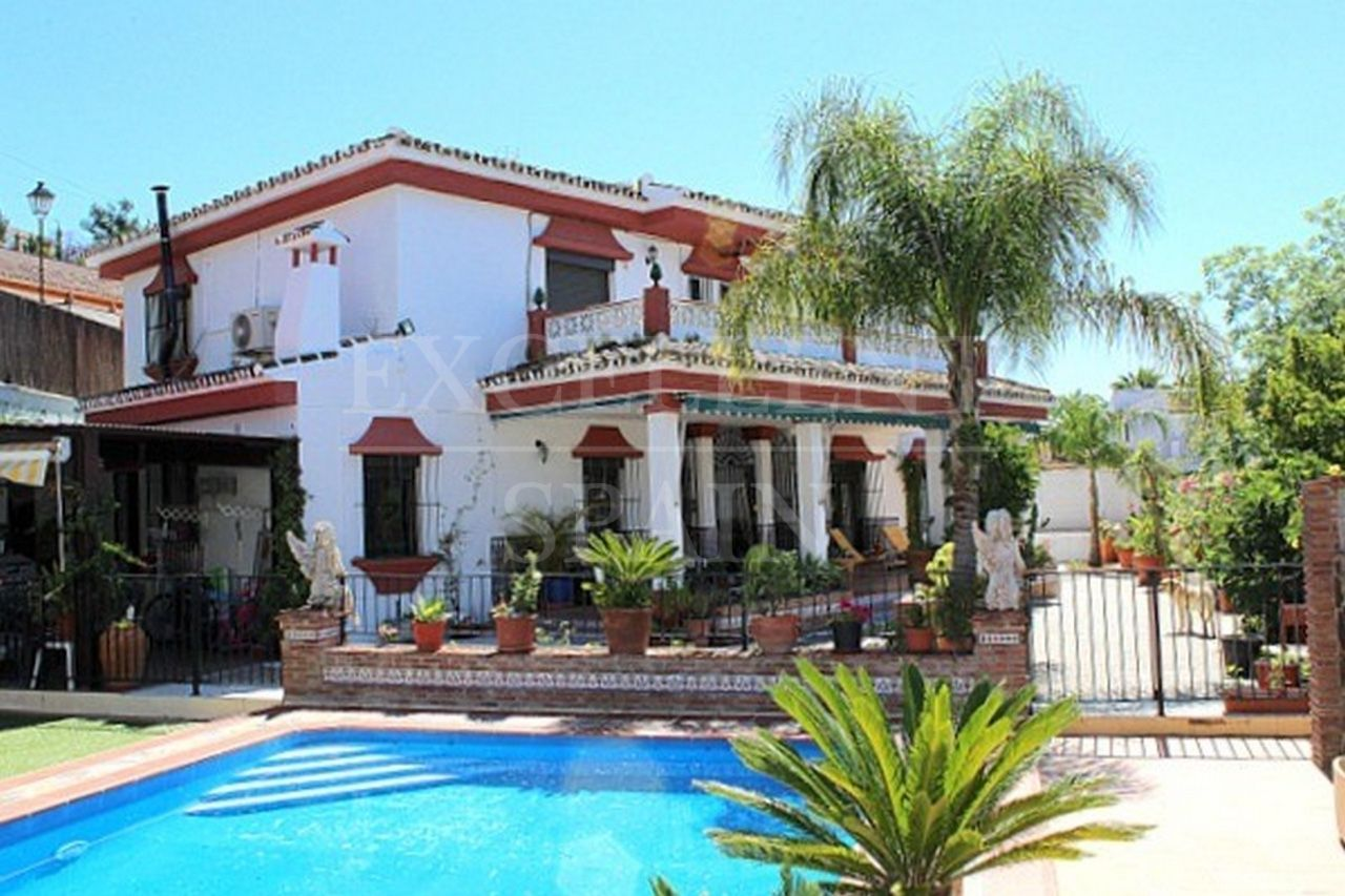 Wonderful villa for sale in Coin close to La Trocha Shopping Center