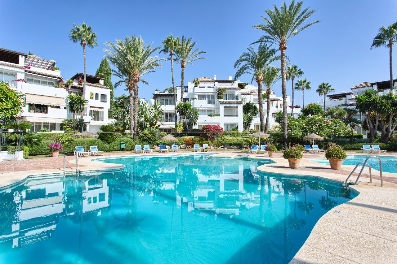 Alcazaba Beach, Estepona, Costa del Sol, spacious penthouse for sale