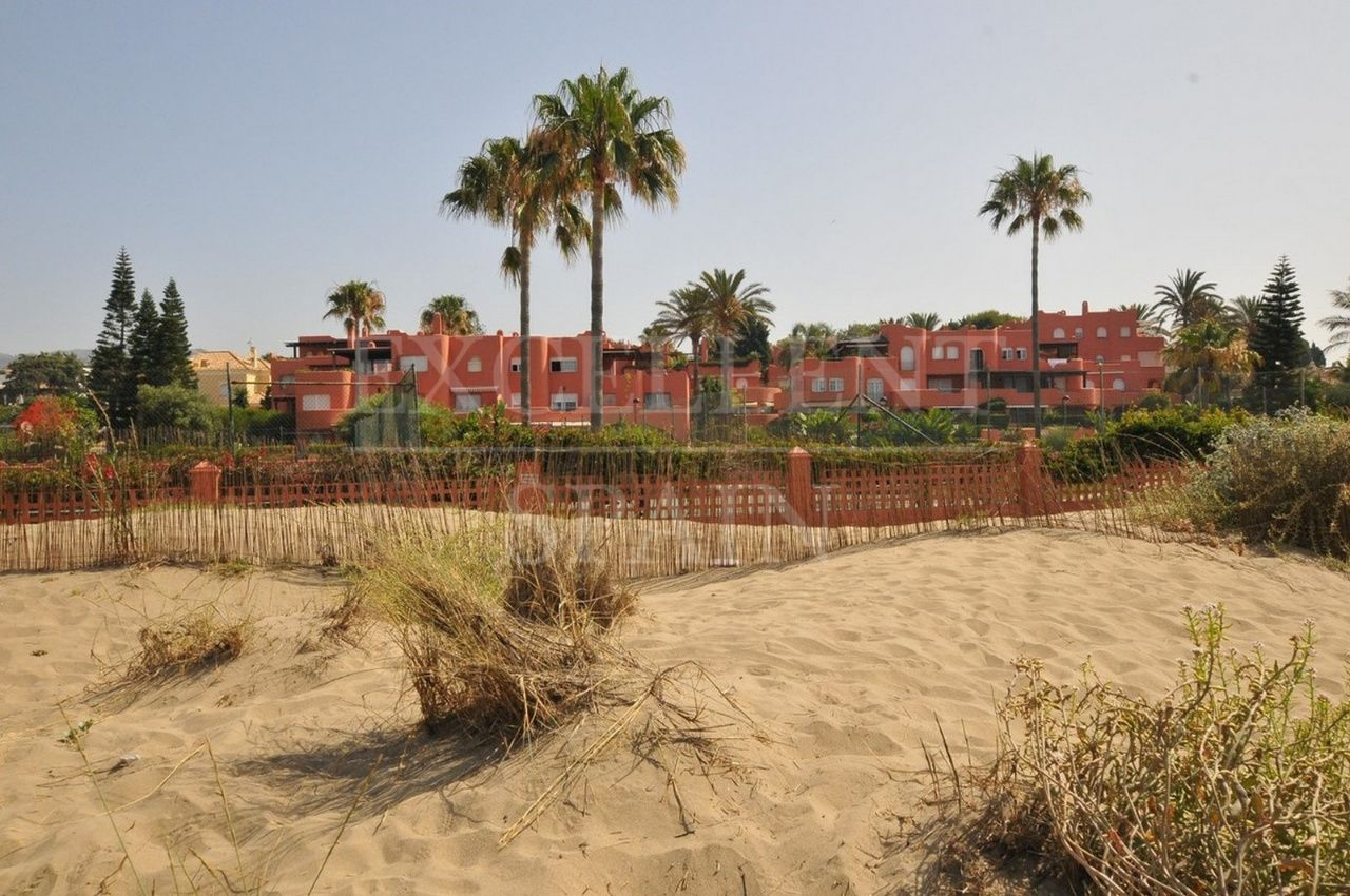 Alvarito Playa, El Rosario, Marbella East, spacious beachside apartment in frontline beach urbanisation