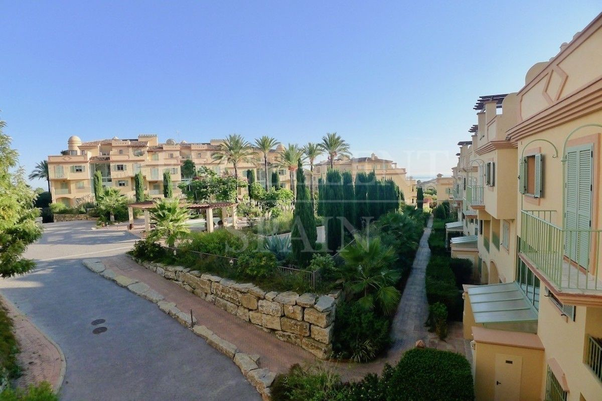Apartment in Four Seasons, Benahavis