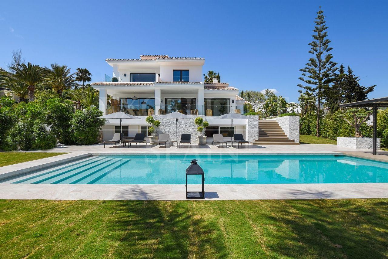 Elviria, Marbella Ost, komplett renovierte Villa in einem ...