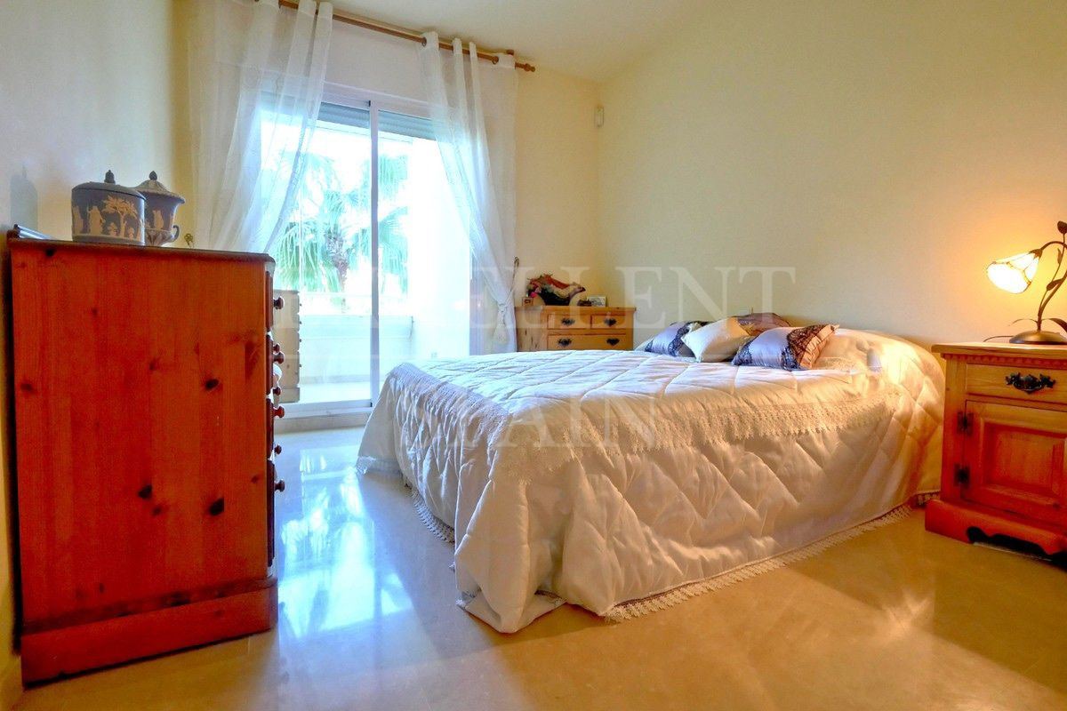 Apartment in Los Granados de Cabopino, Marbella East