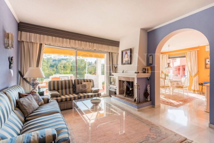 Apartment in Puerto del Almendro, Benahavis