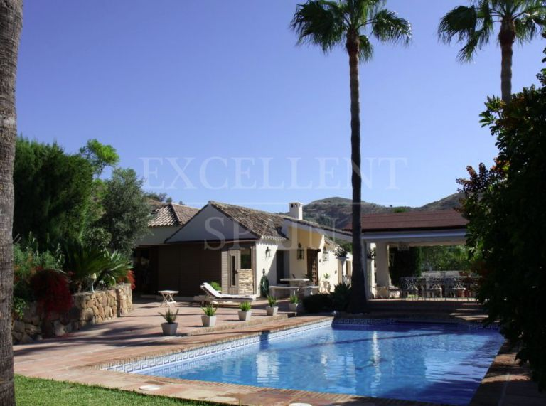 Estepona, Costa del Sol, fantastic villa just above Estepona center