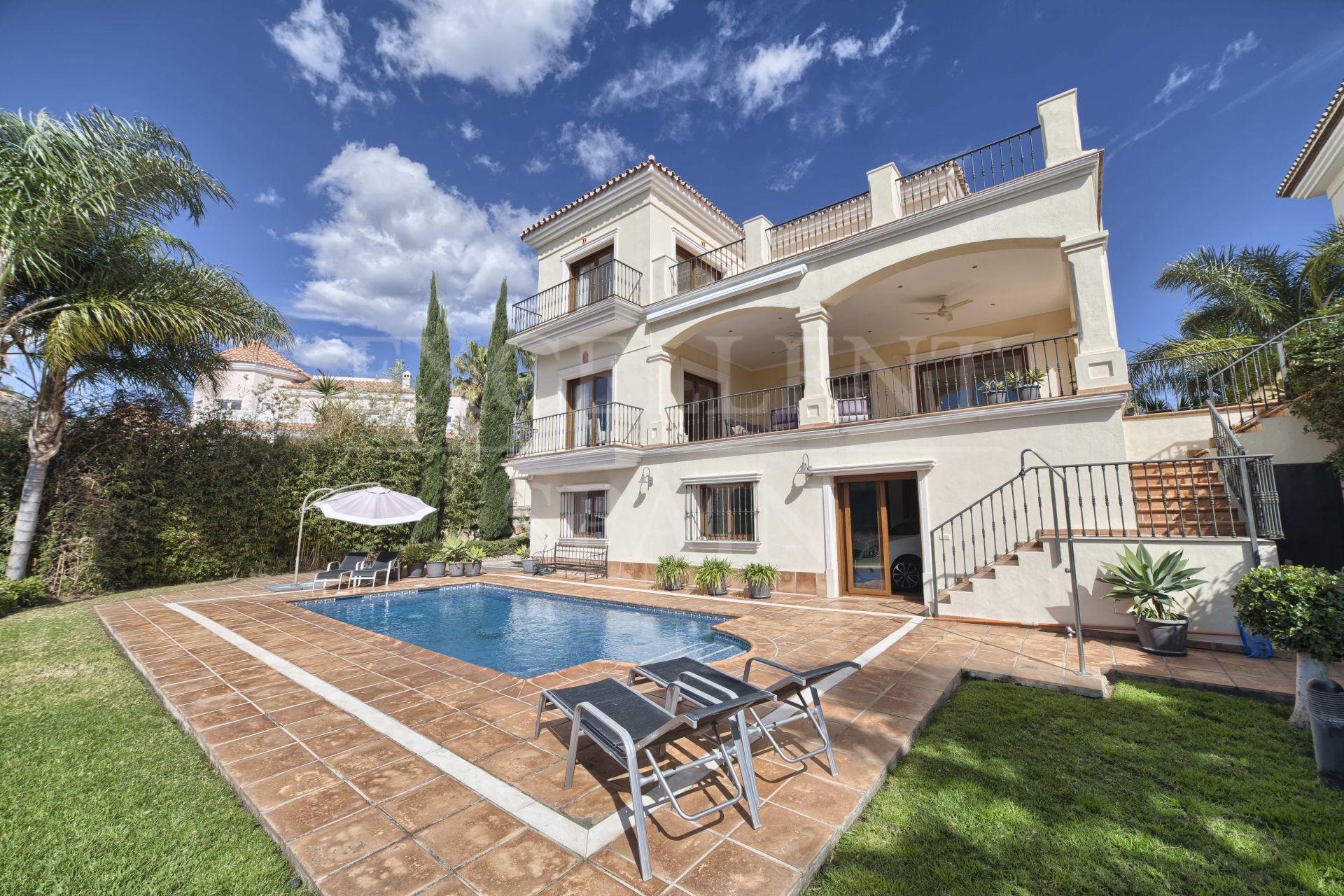 Beautiful villa with lift for sale in La Alqueria, Benahavis