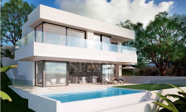 Estepona, Contemporary villa under construction with sea views