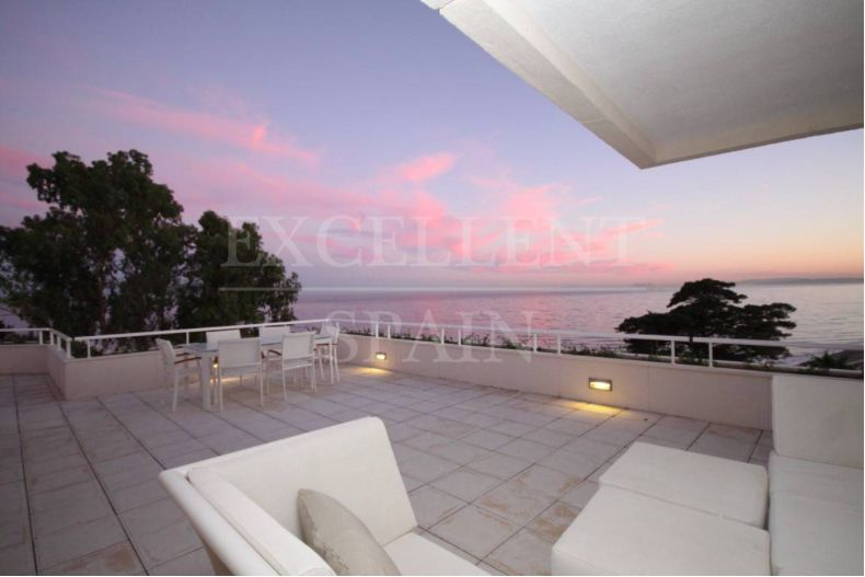 Los Granados Playa, Estepona, unique beachfront penthouse with private plunge pool