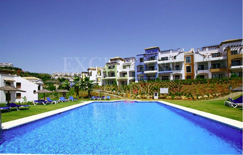 La Torre, Los Arqueros Golf, Benahavis, apartment with nice golf views for sale