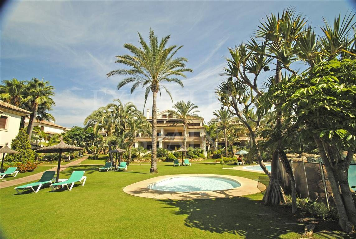 Penthouse in Los Monteros Playa, Marbella East