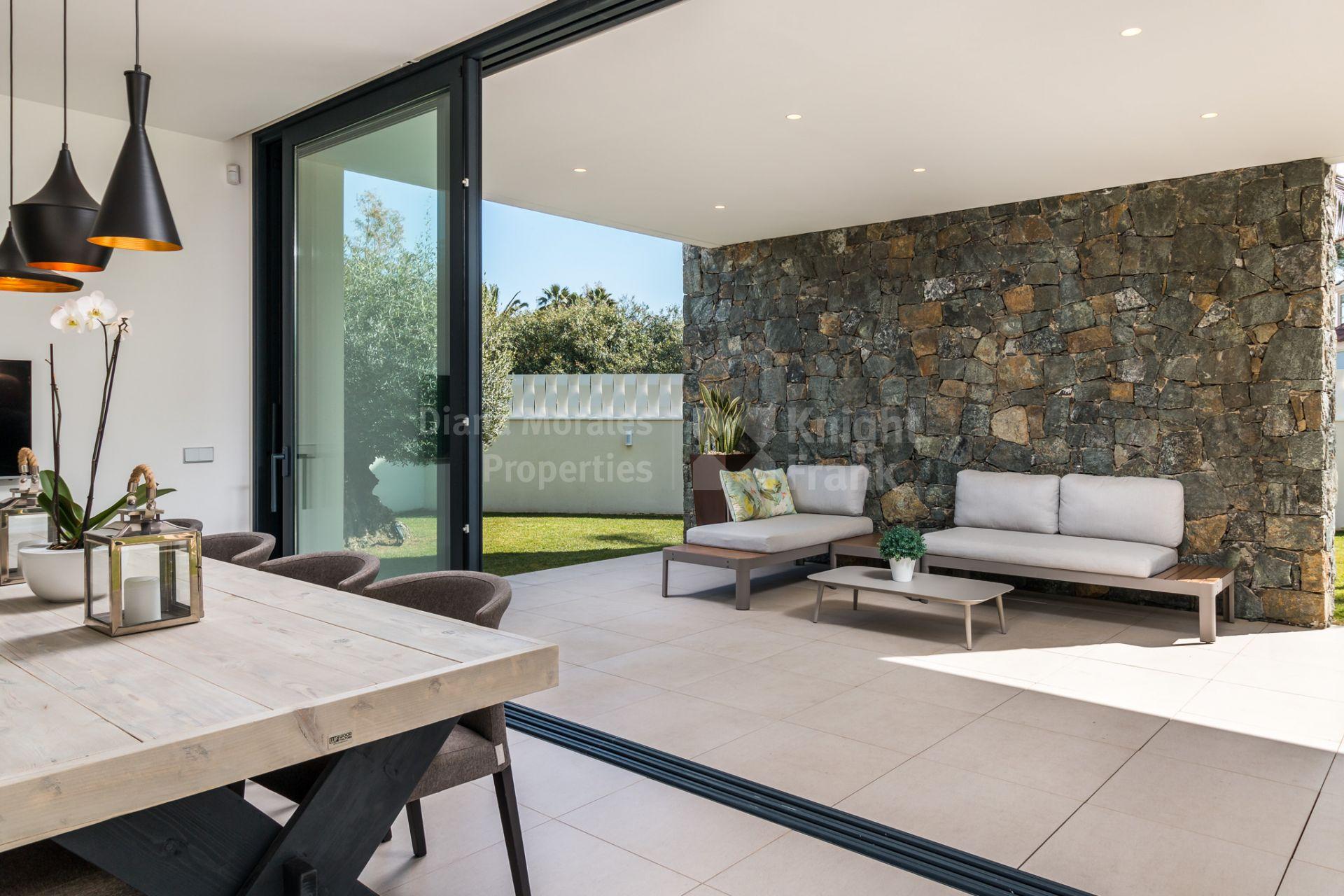 Casa Moderna Junto A La Playa Cerca De Puerto Ban S Villa En  # Muebles Directo Cee