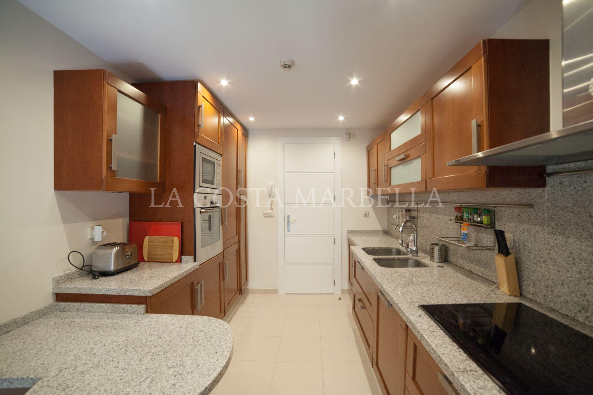 Apartment for rent in Marbella East
