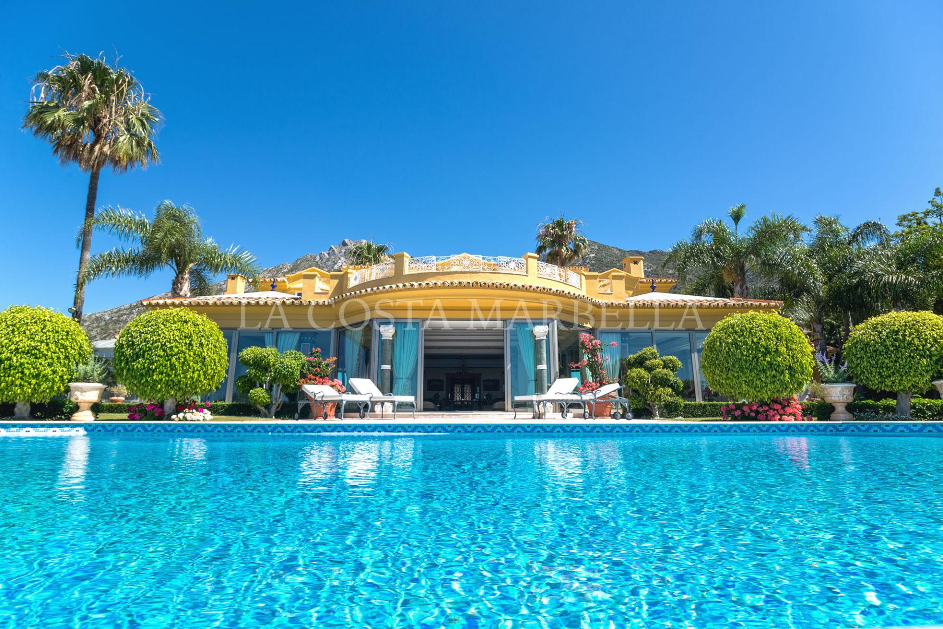 Villa for sale in Sierra Blanca del Mar, Marbella Golden Mile