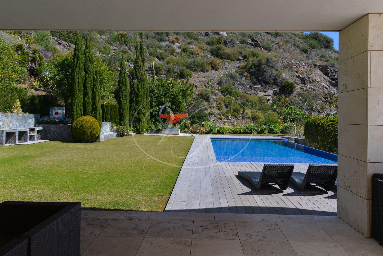 Villa for sale in La Herradura, Almuñecar