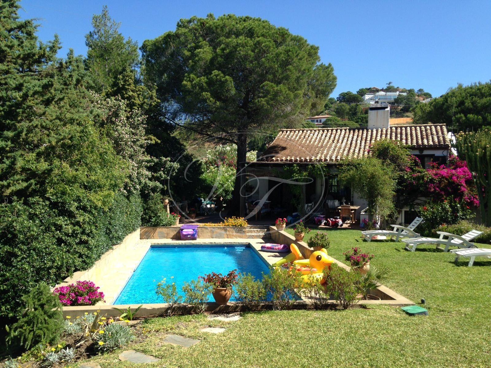 Villa for sale in Los Reales - Sierra Estepona