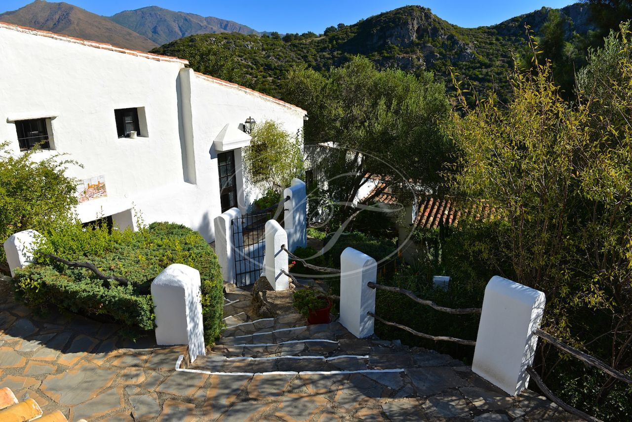 Finca for sale in Casares
