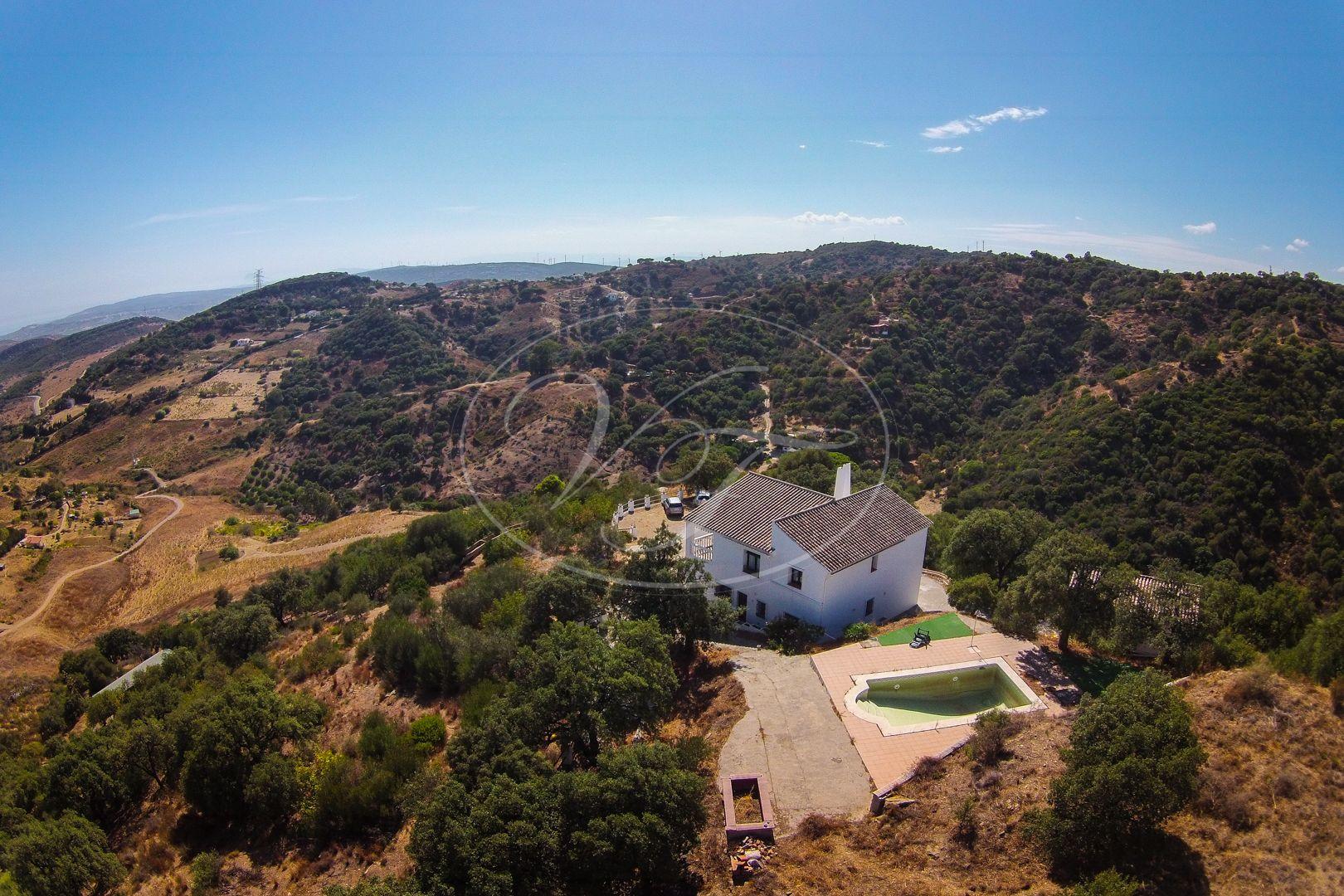Country House for sale in Casares Montaña