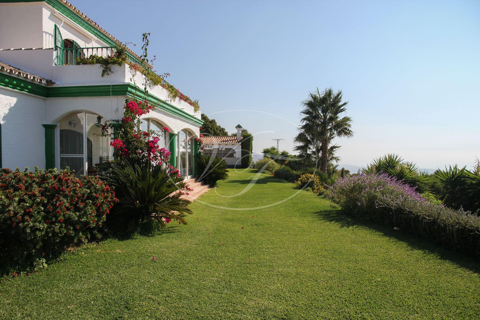 Ruime landelijke villa te koop met fantastische zeezichten for Landhuis te koop