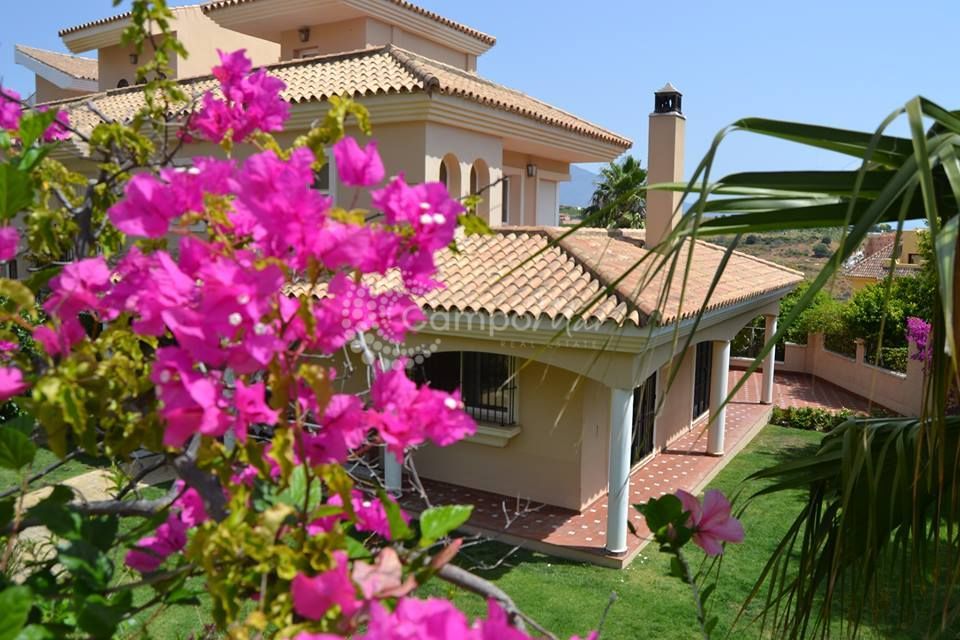 Semi Detached Villa in La Duquesa, Manilva