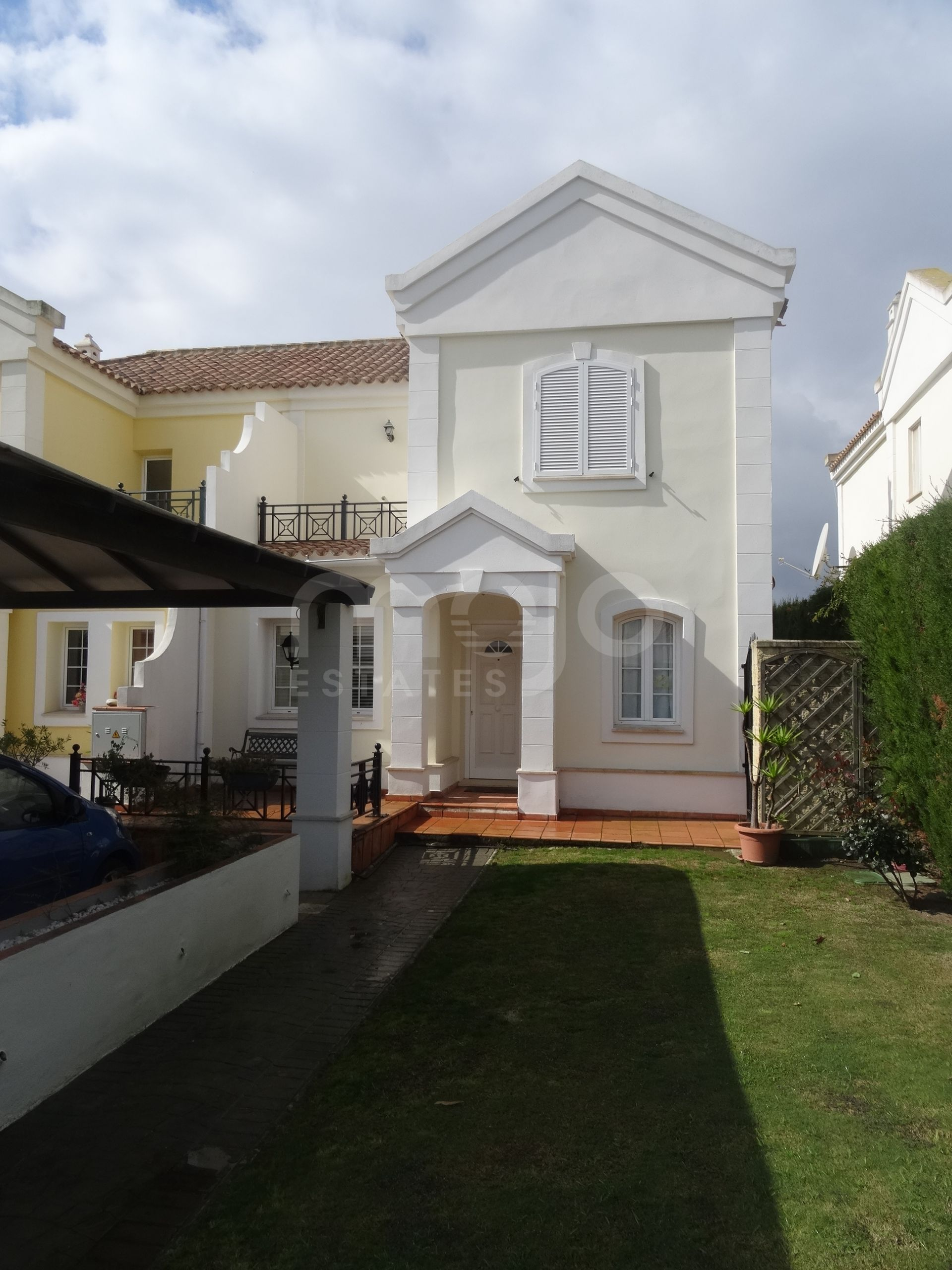 Semi-fritliggende hus til salg i Alcaidesa Alta