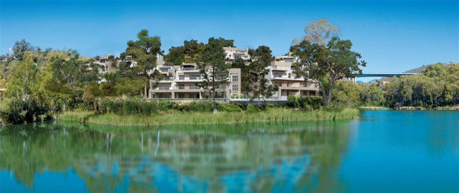 Marbella Lake, un moderno conjunto residencial privado situado en el corazón del Valle del Golf, en Nueva Andalucía, a tan solo 5 kilómetros de Puerto Banús.