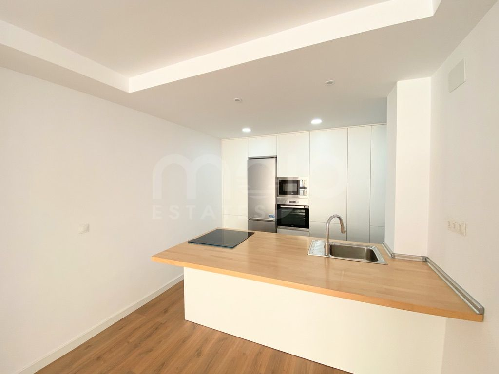 Brand new apartment just 6 minutes walking distance to El Corte Inglés