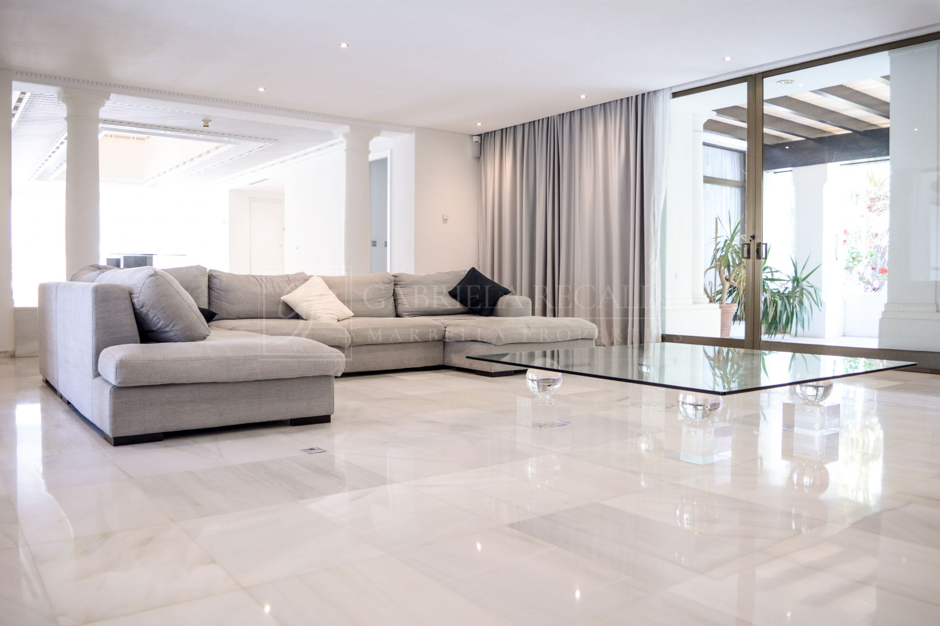 Exceptional 5 bedroom penthouse in Puerto Banus