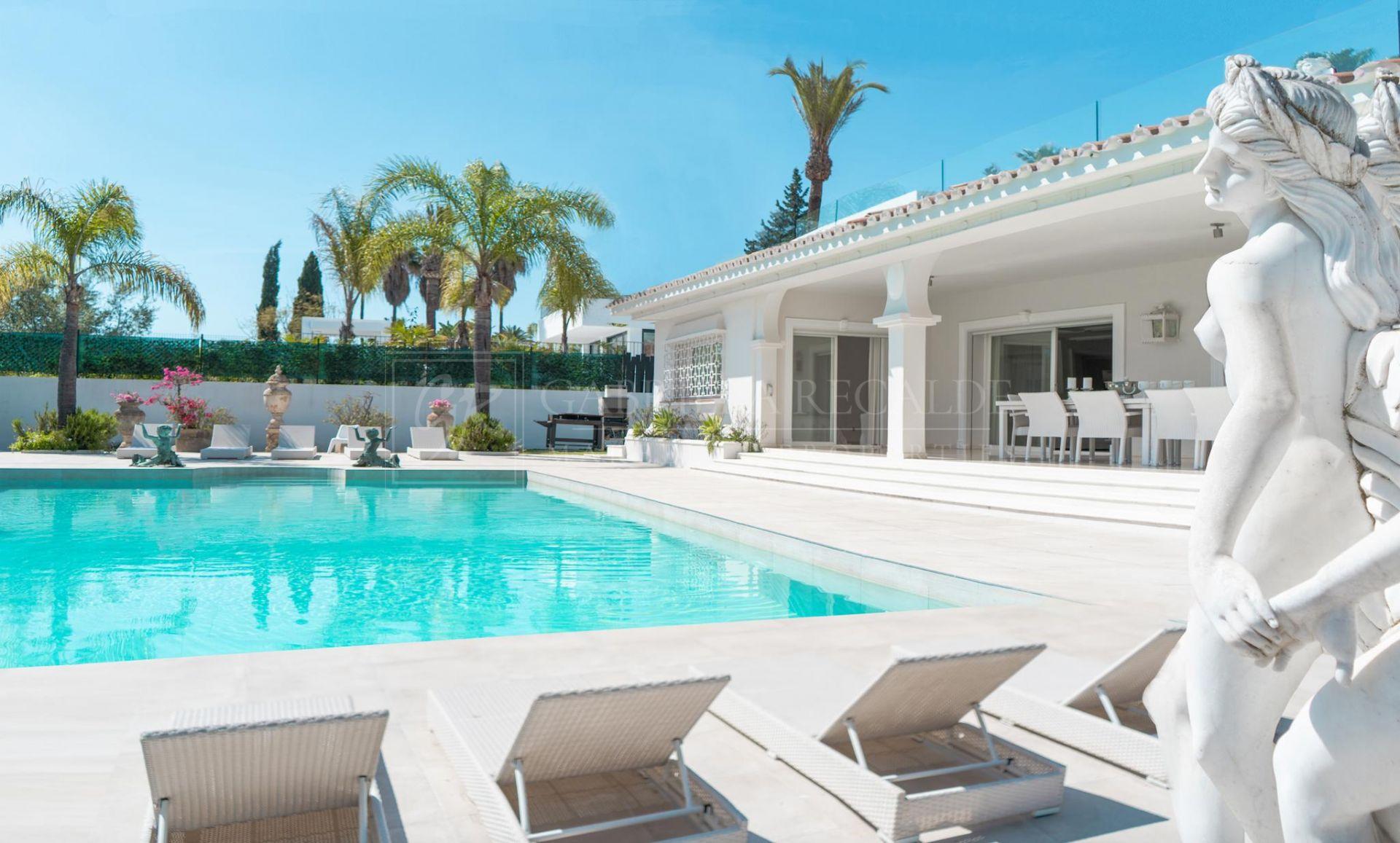 Elegant, bright villa in Parcelas del Golf, Nueva Andalucia (Marbella)