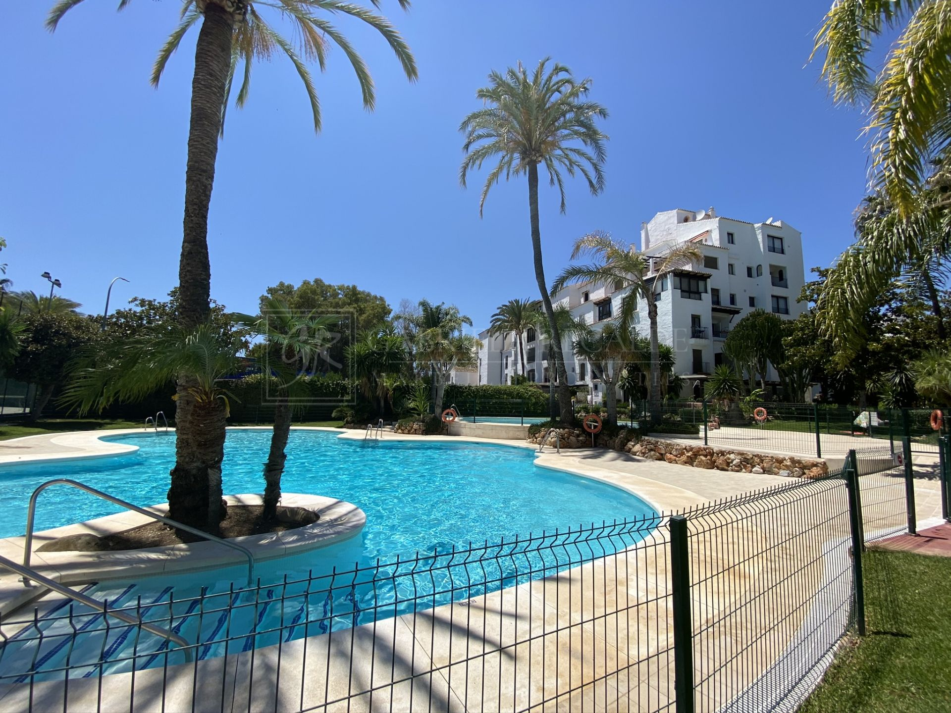 Apartment in the heart of Puerto Banus short walk to the port and the beach