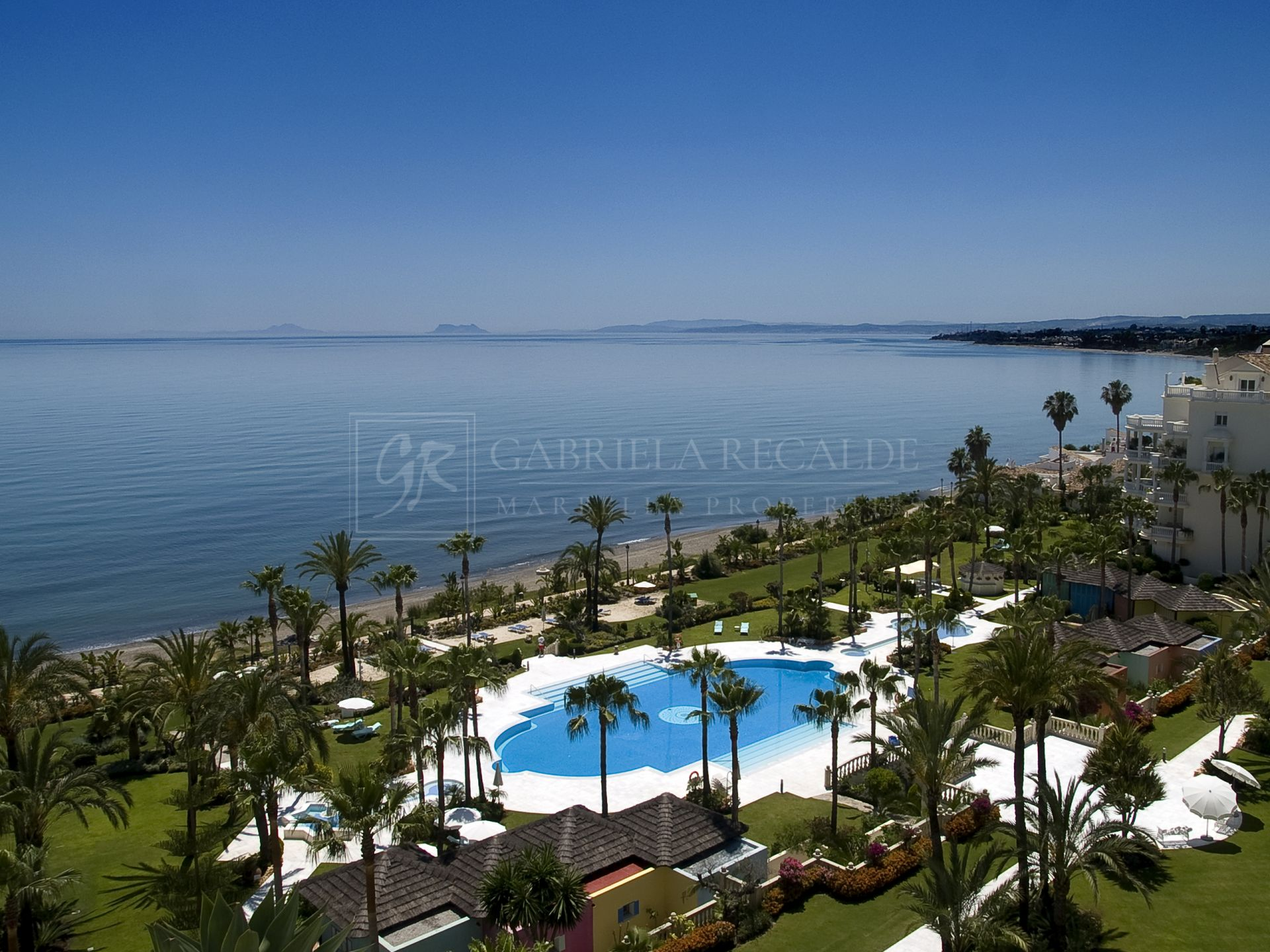 Fantastic apartment in Las Dunas Park, a luxury beachfront estate, Estepona