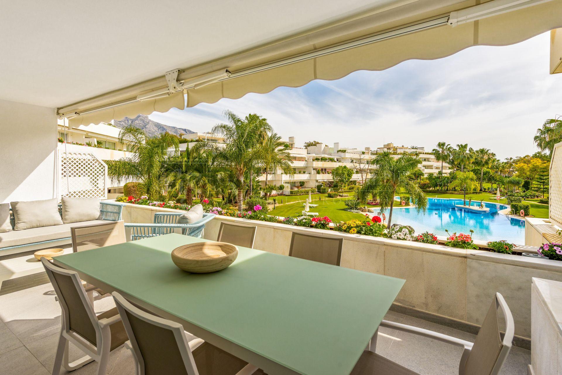 Recien renovado, moderno apartamento en urb. Los Granados Golf-Marbella