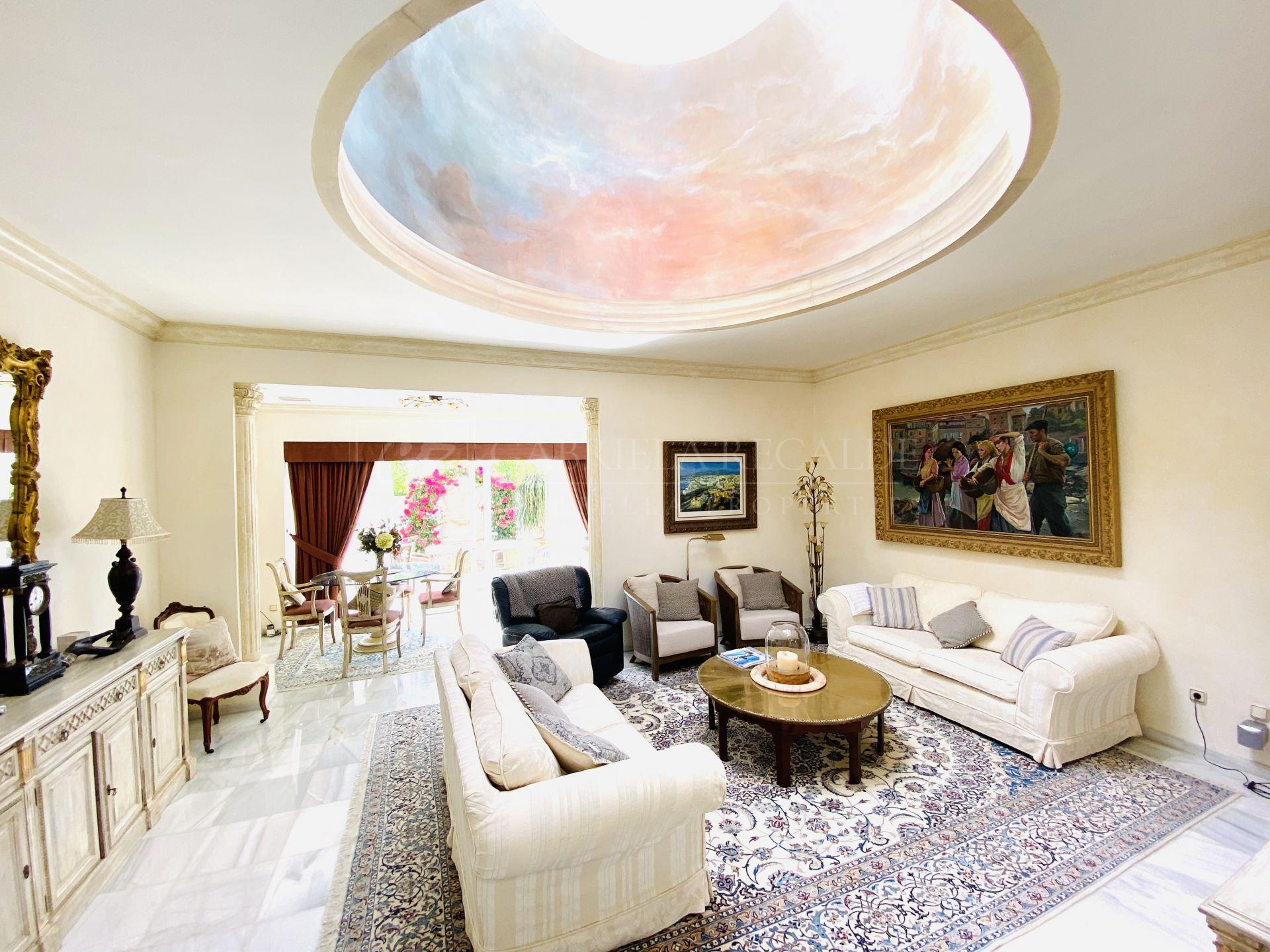 Apartamento en venta en El Oasis Club, Marbella Golden Mile