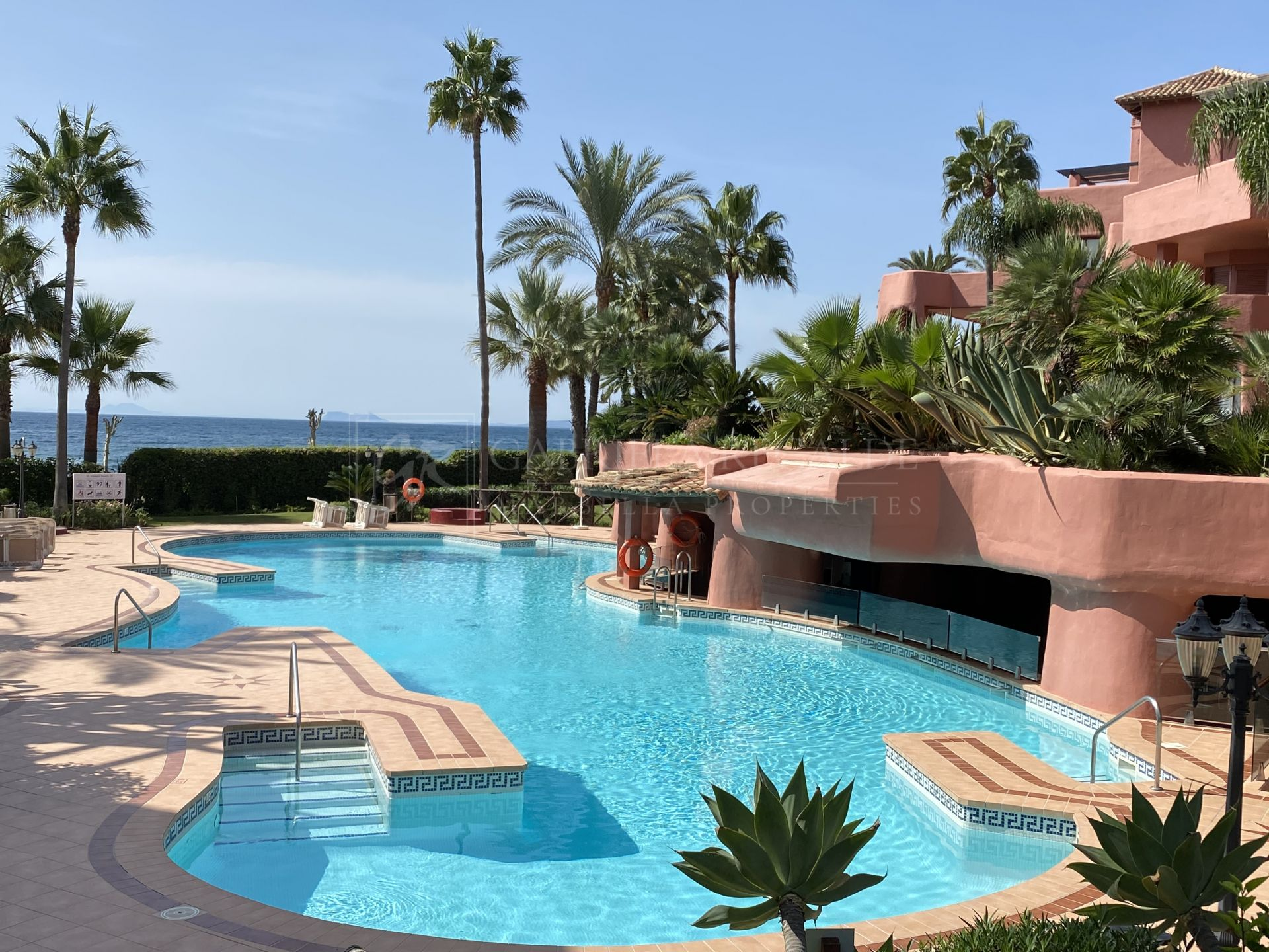 Beautiful ground floor apartment with big terrace and garden, Menara Beach, Estepona