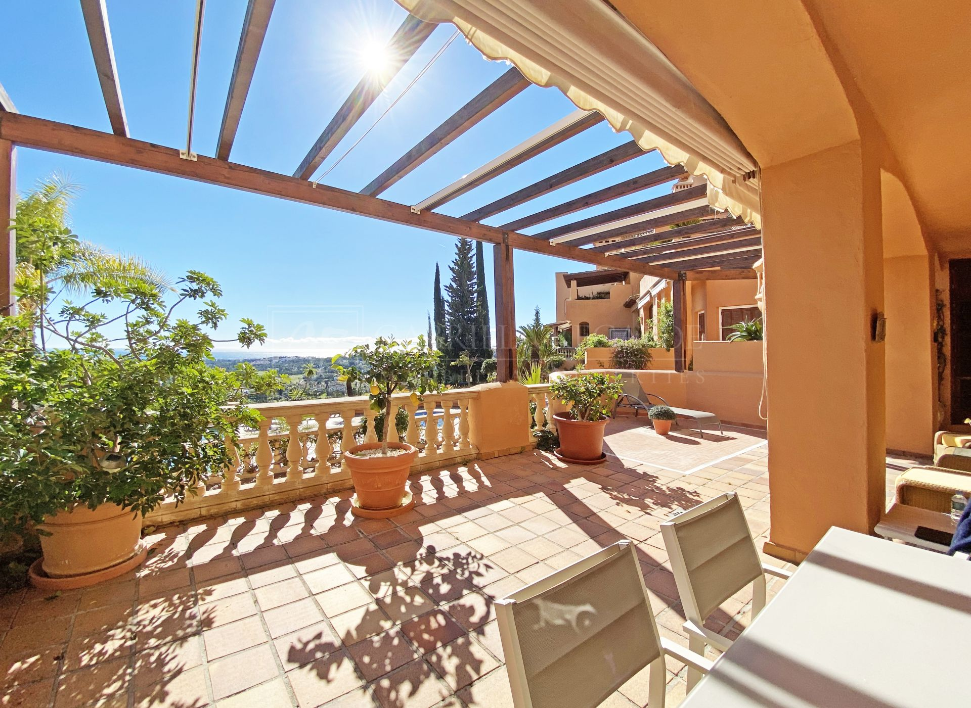 Apartment for sale in Los Belvederes, Nueva Andalucia